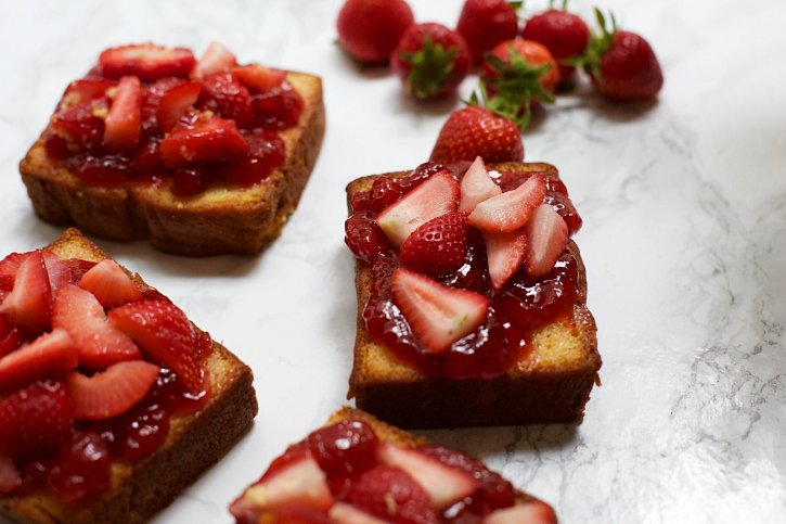 Victoria Sponge Cake Slices