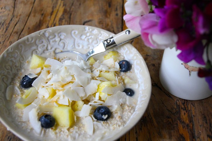 Pineapple & Coconut Overnight Oats